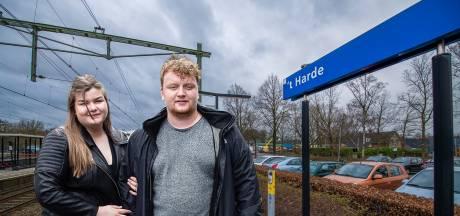 Deze helden trokken een vrouw (21) na epileptische aanval van het spoor: 'We konden nog net haar voeten vastpakken'