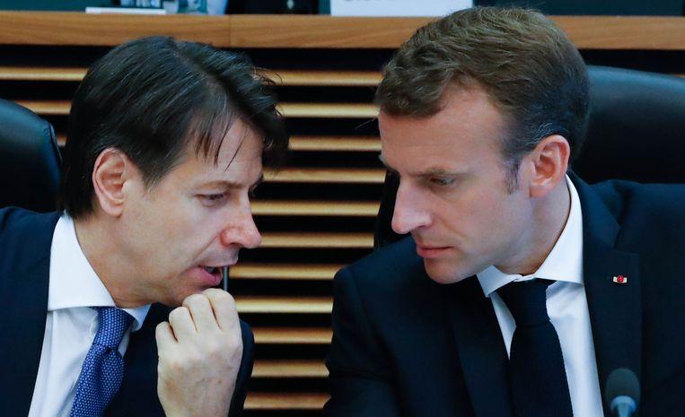 De Italiaanse premier Giuseppe Conte in overleg met de Franse president Macron.