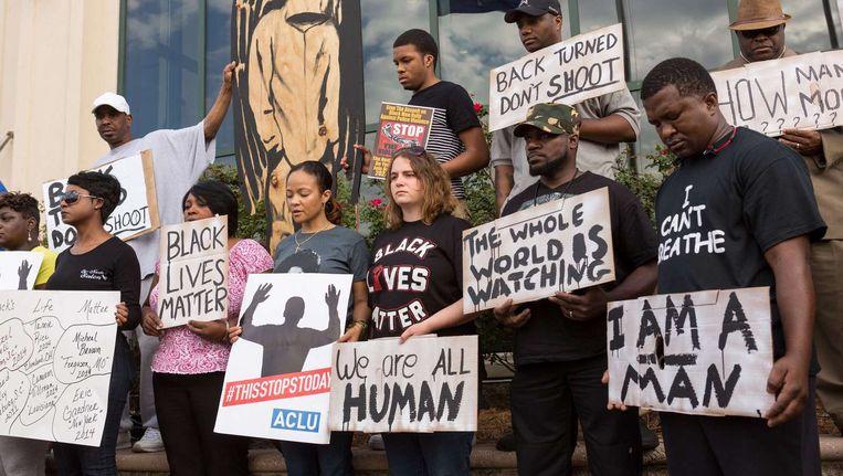 Mensen nemen deel aan een demonstratie naar aanleiding van de dood van Walter Scott. Beeld afp