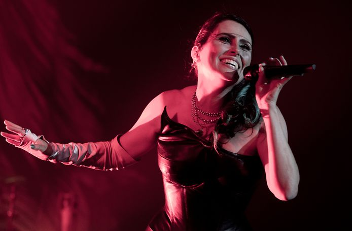 Zangeres Sharon den Adel van Within Temptation.