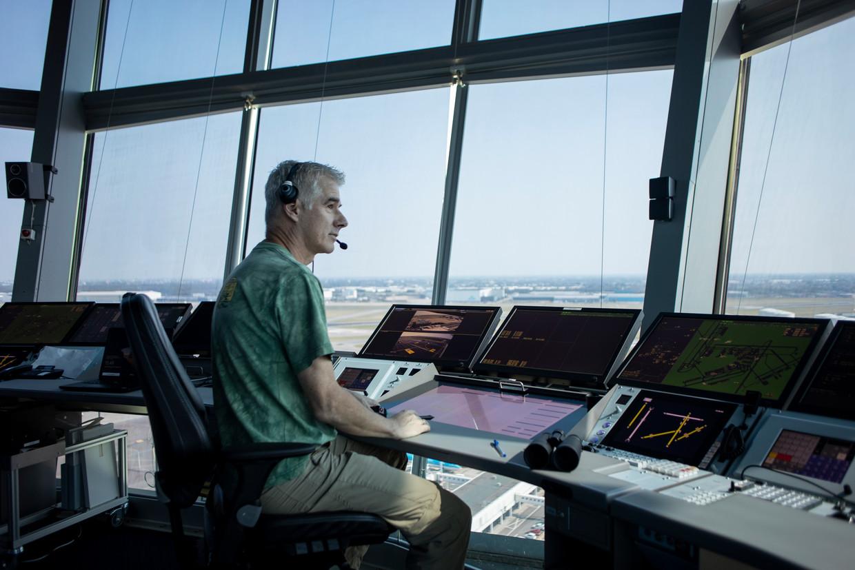 In de vernieuwde toren van Schiphol. 'We kunnen nu aan de kant zitten van de baan waarop we actief zijn.'