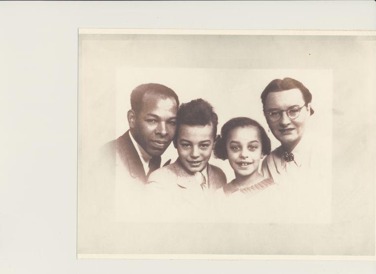 Van links naar rechts Albert Wittenberg sr., Albert Wittenberg jr., Tine Wittenberg en Janna Wittenberg-Jetten. Beeld Prive