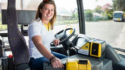 """Shanie (24) en Pieter (29) maken de coronarekening: """"Als buschauffeur verdien ik €400 meer dan vroeger"""""""