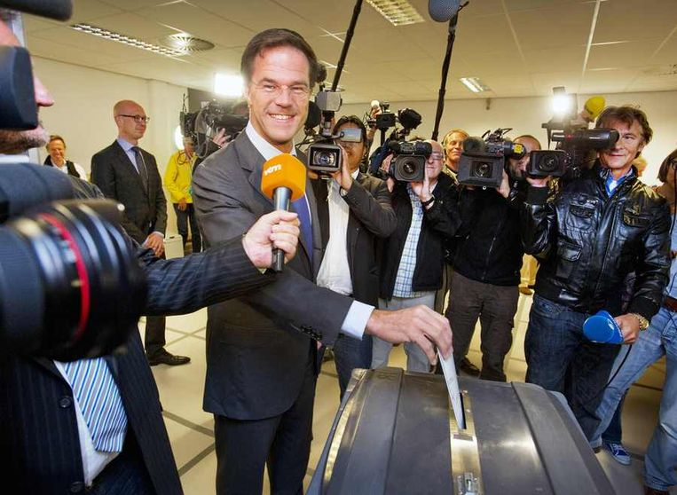 Rutte brengt zijn stem uit in Den Haag. Beeld null