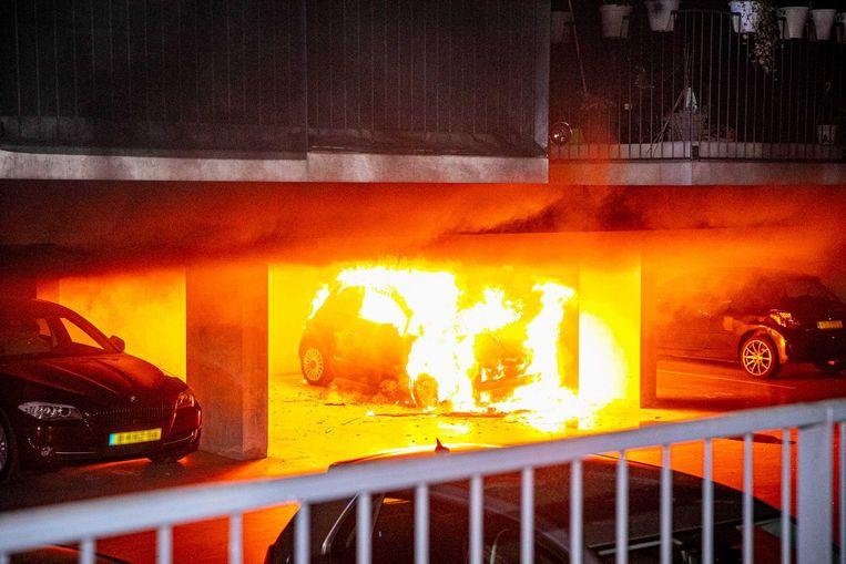 Op meerdere locaties in Arnhem zijn de afgelopen tijd auto's in vlammen opgegaan. Beeld ANP