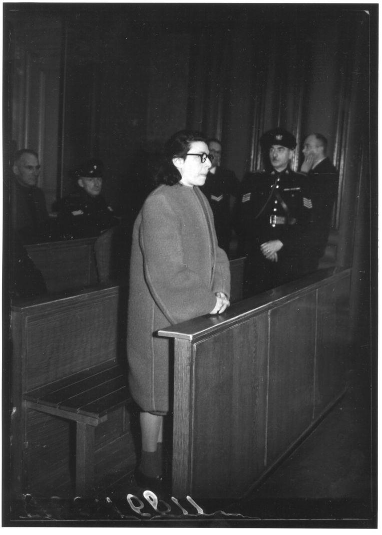 Citaten Van Anne Frank : Nieuw boek wijst enige geëxecuteerde joodse collaboratrice