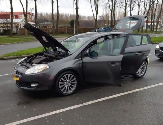 De politie trof in deze auto twee oude bekenden aan.