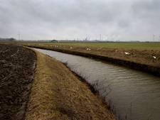 Weer stok tussen de wieken van windmolens in Ossendrecht