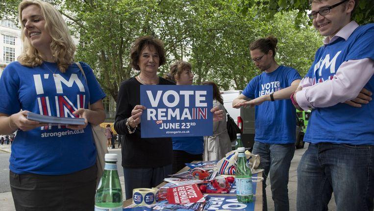 Voorstanders van het blijf-kamp voeren campagne in Londen. Beeld epa