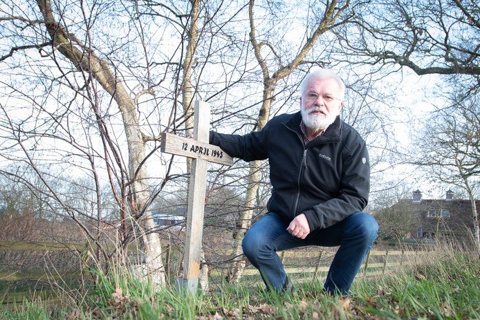 Heinoër Flip Jonkman heeft eindelijk toestemming om een gedenksteen te plaatsen aan de Zwolseweg, waar vier Canadese soldaten omkwamen.