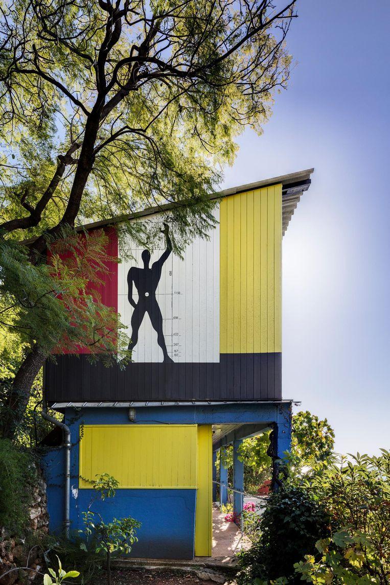Zijaanzicht van de vakantiehuisjes van Le Corbusier. Beeld Manuel Bougot