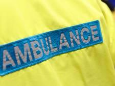 Scherfvest en helm voor ambulancemedewerker