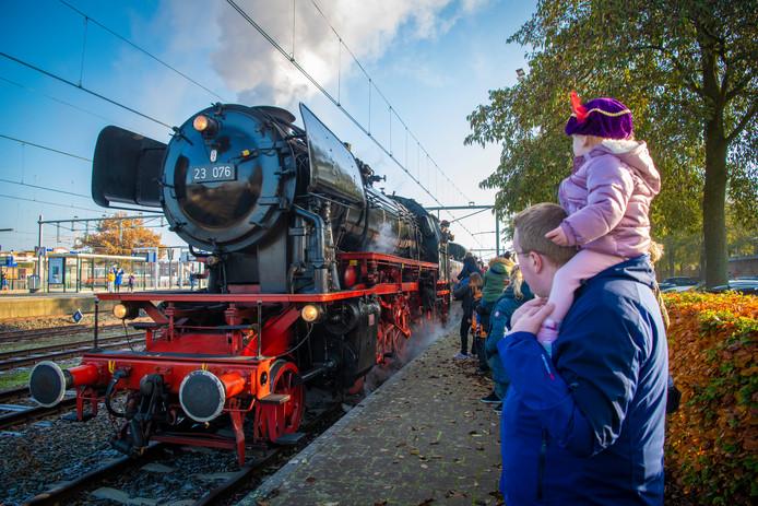 Sinterklaas komt dit jaar met de stoomtrein naar Apeldoorn.