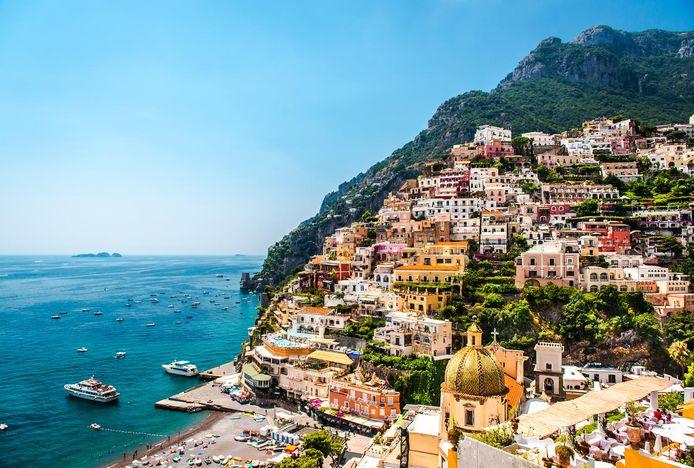 """""""Certains pays sont entrés dans une forme de concurrence touristique. Lorsque l'Italie annonce en premier la réouverture de ses frontières le 3 juin, c'est aussi pour lancer un appel aux touristes"""", a souligné le ministre belge (photo: Positano, côte amalfitaine, Italie, illustration)"""