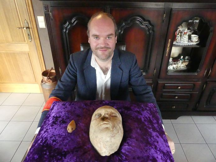 Vincent Remiens met het masker.