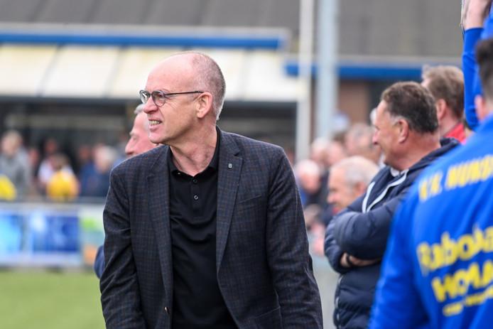 De nieuwe trainer van Nunspeet, Lucas Hoekman, doet goede zaken.