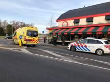Fietsster zwaargewond bij ongeluk op rotonde voor pannenkoekenhuis Rheden