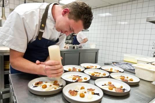 Borden worden opgemaakt in de keuken van  Vesters.