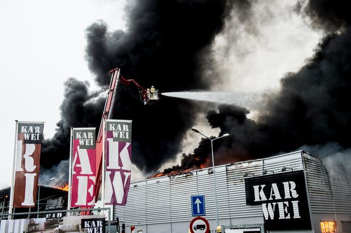 Een brand legde bouwmarkt Karwei in Apeldoorn in de as.