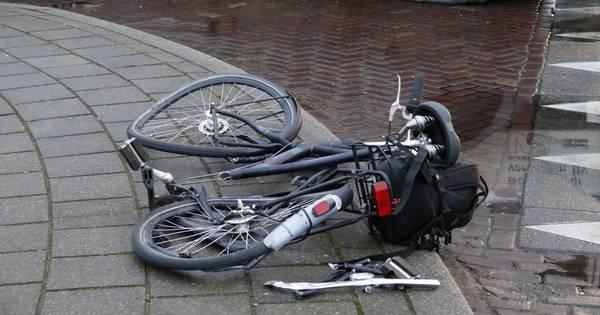 Fietser gewond door botsing met vrachtwagen in Boxmeer.