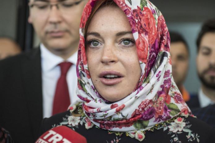 Lindsay Lohan met hoofddoek.
