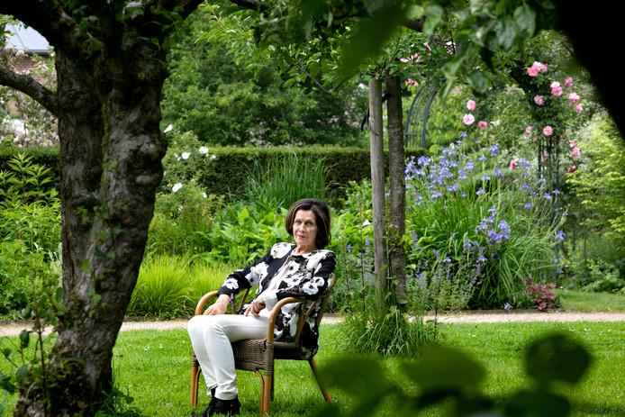 Kunstenares Margriet Bierens vond weer inspiratie in de Baron z'n Hof bij het Geldropse kasteel.