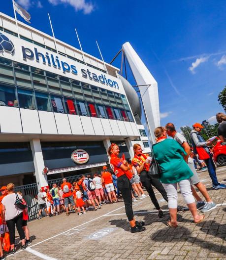 Recordaantal bezoekers voetbalvrouwen kleurt centrum van Eindhoven oranje