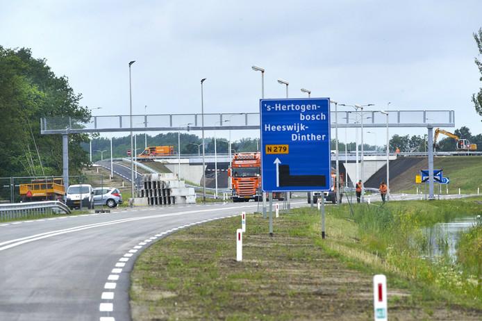 Het portaal boven de nieuwe N279 tussen Veghel en Den Bosch is een veilige oversteek voor de vleermuizen die op insecten jagen bij de Zuid-Willemsvaart.