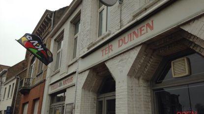 Zaal Ter Duinen verkoopt inboedel na overlijden boegbeeld Frank Serruys