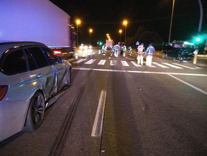 De twee wagens waren zwaar beschadigd na het ongeval en moesten getakeld worden.