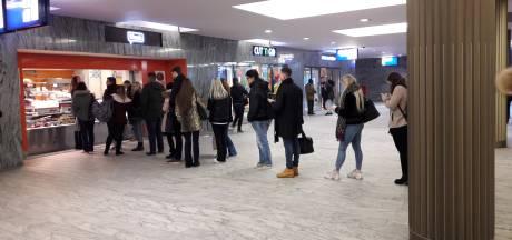 Vluchtelingen schenken vandaag koffie op meerdere stations