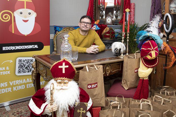 Erik Pezij woont momenteel in het huis van Sinterklaas. Hij heeft zijn woning omgetoverd, om van hieruit alle kinderen te bereiken. En na een zwaar jaar, gloort er ook voor de toekomst hoop aan de horizon.