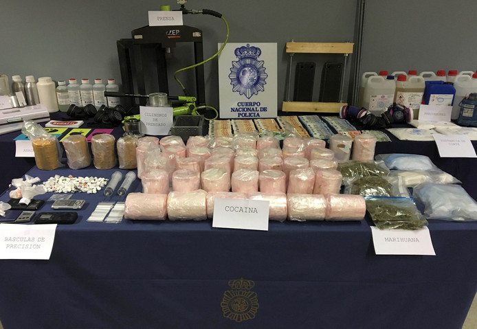 In samenwerking met de Spaanse autoriteiten nam Portugese politie onder meer 745 kilo cocaïne in beslag.