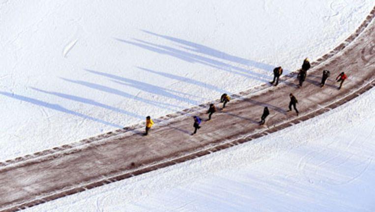Schaatsers nabij Ankeveen, waar, net als in Loosdrecht, delen van de plassen berijdbaar zijn. Foto ANP Beeld