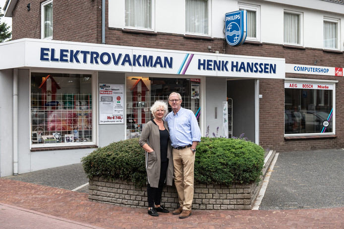 Henk en Trudi Hanssen stoppen na 40 jaar.  Foto Paul Rapp