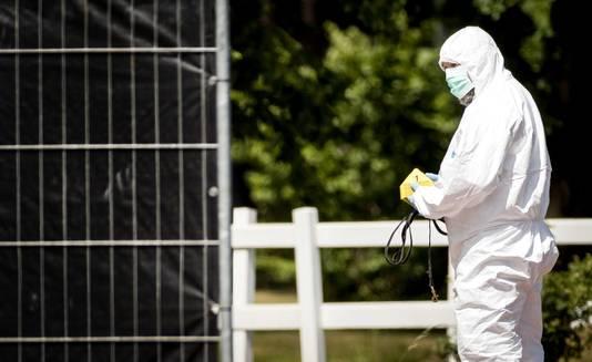 De politie doet onderzoek op industrieterrein De Kronkels waar een stoffelijk overschot gevonden is