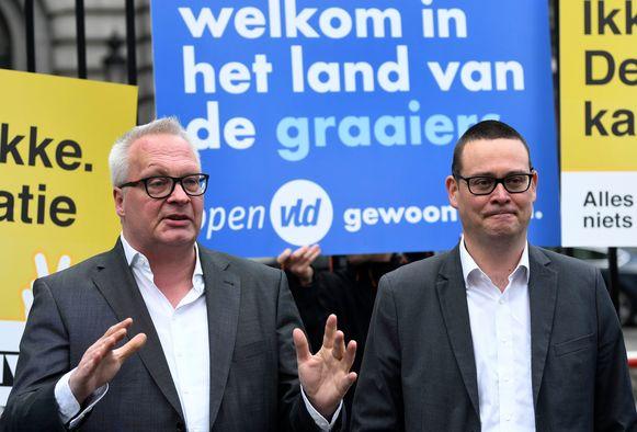 PVDA-partijvoorzitter Peter Mertens (lijsttrekker Antwerpen Kamer) en Kamerlid Raoul Hedebouw (lijsttrekker Luik Kamer).