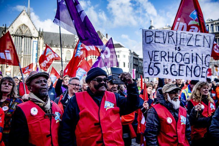 De vakbonden eisten in maart op de Dam dat de AOW-leeftijd wordt bevroren op 66 jaar. Beeld ANP