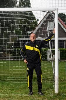 Deventer trainer Tuinstra neemt afscheid van Rijssen Vooruit