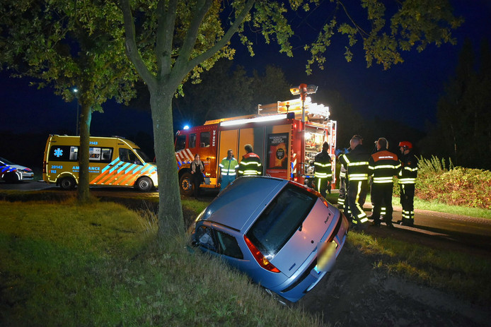 Auto raakt van de weg bij Diessen.