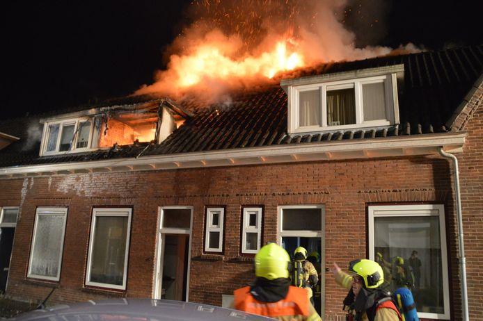 Aan de Hendrik Verschuringstraat in Gorinchem heeft in de nacht van zondag op maandag een grote brand gewoed. Drie huizen raakten daardoor onbewoonbaar.