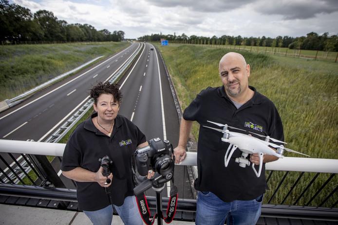 Natalie van Halteren en Rudy Exterkate hebben de afgelopen twee jaar met hun stichting allerlei beelden gemaakt van de aanleg van de nieuwe N18, en brengen daar dit weekend een heuse film over uit.