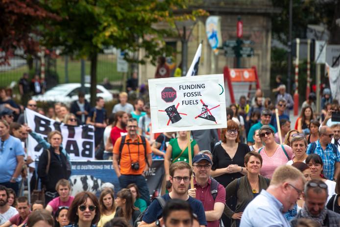 Quelque 300 personnes ont manifesté pour réclamer un effort accru du monde politique belge et européen en faveur de la sauvegarde du climat.