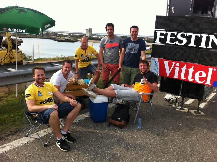 Zeven vrienden uit Oost-Souburg arriveerden zondagochtend al voor 9 uur op Neeltje Jans.