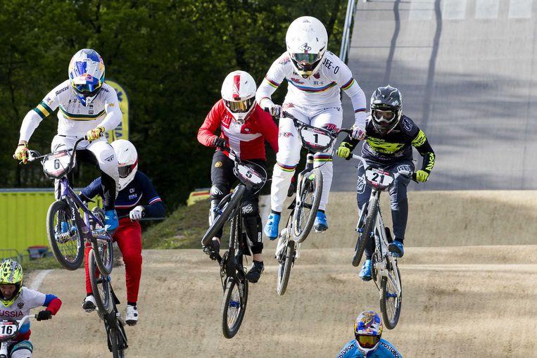 Laura Smulders, met de 1 op  het stuur, in de finale van de World Cup BMX op Sportcentrum Papendal.  Beeld ANP