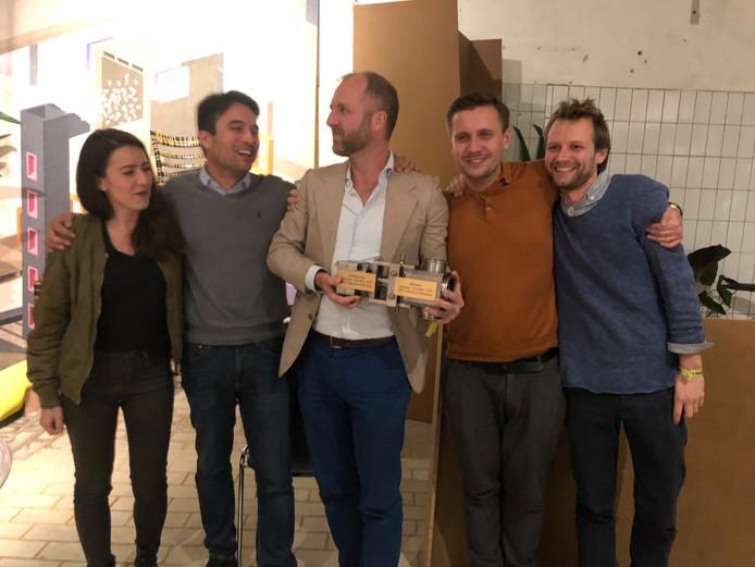 Het team van Plug-In-City dat zowel de jury- als de publieksprijs van de ontwerpwedstrijd Campina Circulair  van gebiedsontwikkelaar BPD heeft gewonnen.