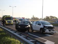 Twee gewonden bij botsing tussen drie auto's op A58 bij Oost-Souburg