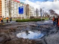 Krater van 3 meter door gesprongen leiding in Zwijndrecht: 'Overal ligt stront en wc-papier'