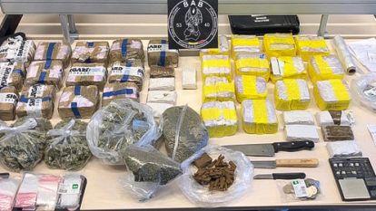 Politie rolt drugsbende op