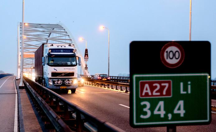 De A27 bij de Merwedebrug.